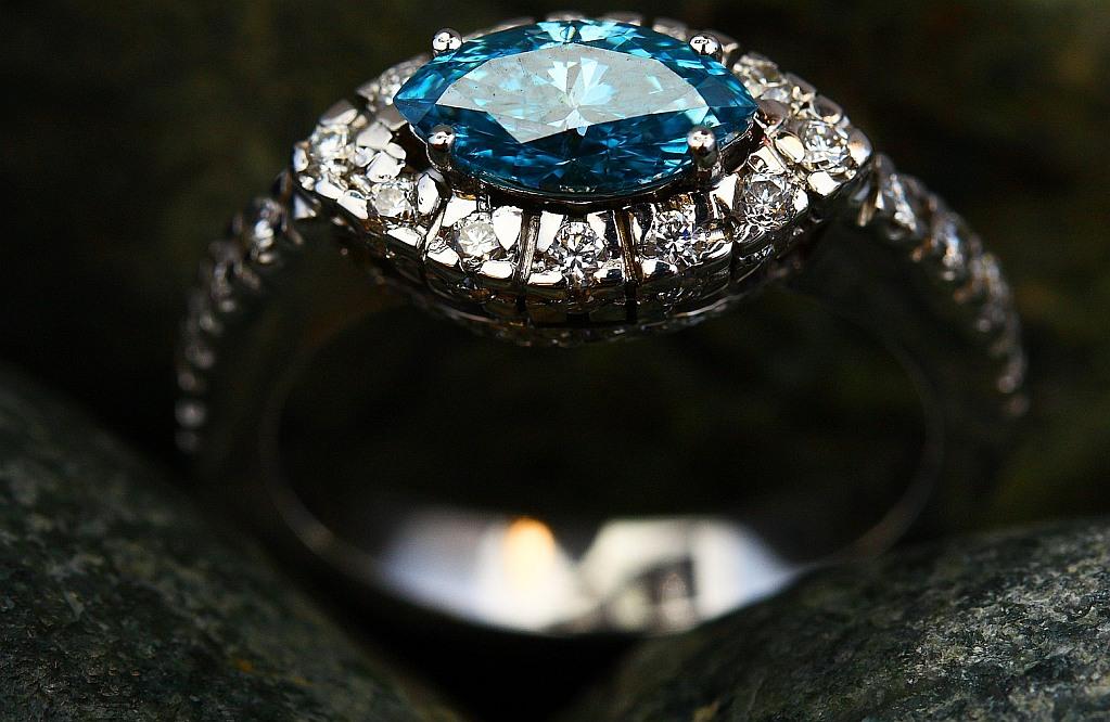 Exklusiva ring med blå ädelsten